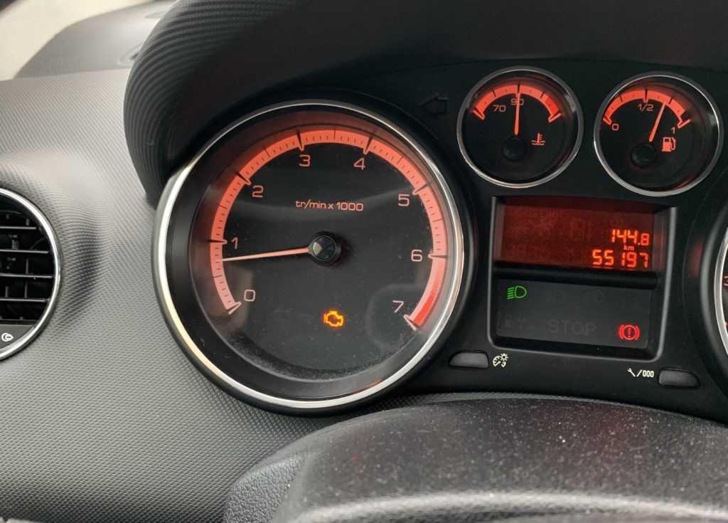 Check engine на автомобиле Peugeot